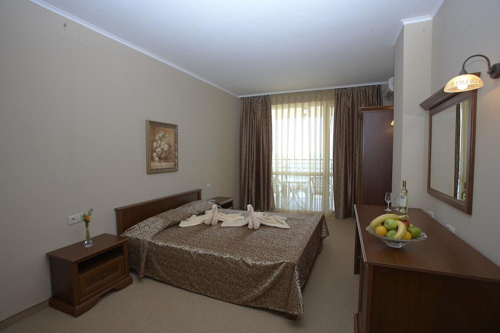 호텔 페스타 포모리에 리조트(Hotel Festa Pomorie Resort) Hotel Image 6 - Guestroom
