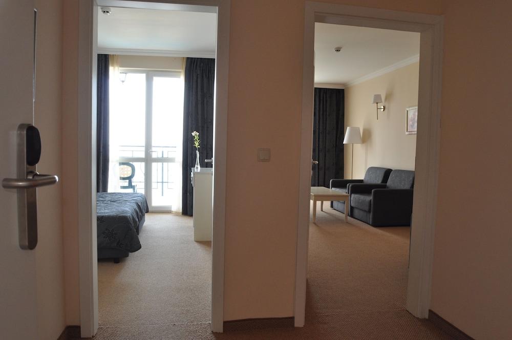 호텔 페스타 포모리에 리조트(Hotel Festa Pomorie Resort) Hotel Image 12 - Living Area