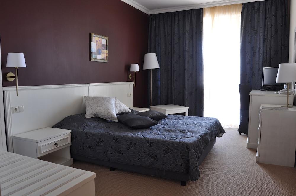 호텔 페스타 포모리에 리조트(Hotel Festa Pomorie Resort) Hotel Image 4 - Guestroom