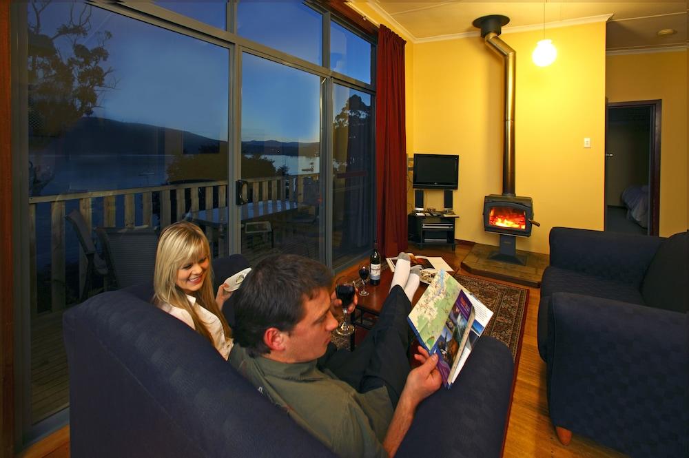드리프트우드 코티지(Driftwood Cottages) Hotel Image 7 - Living Area