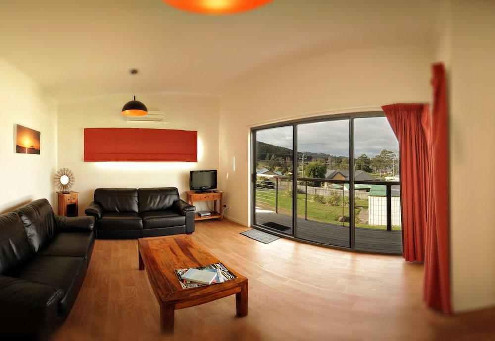 드리프트우드 코티지(Driftwood Cottages) Hotel Image 8 - Living Area