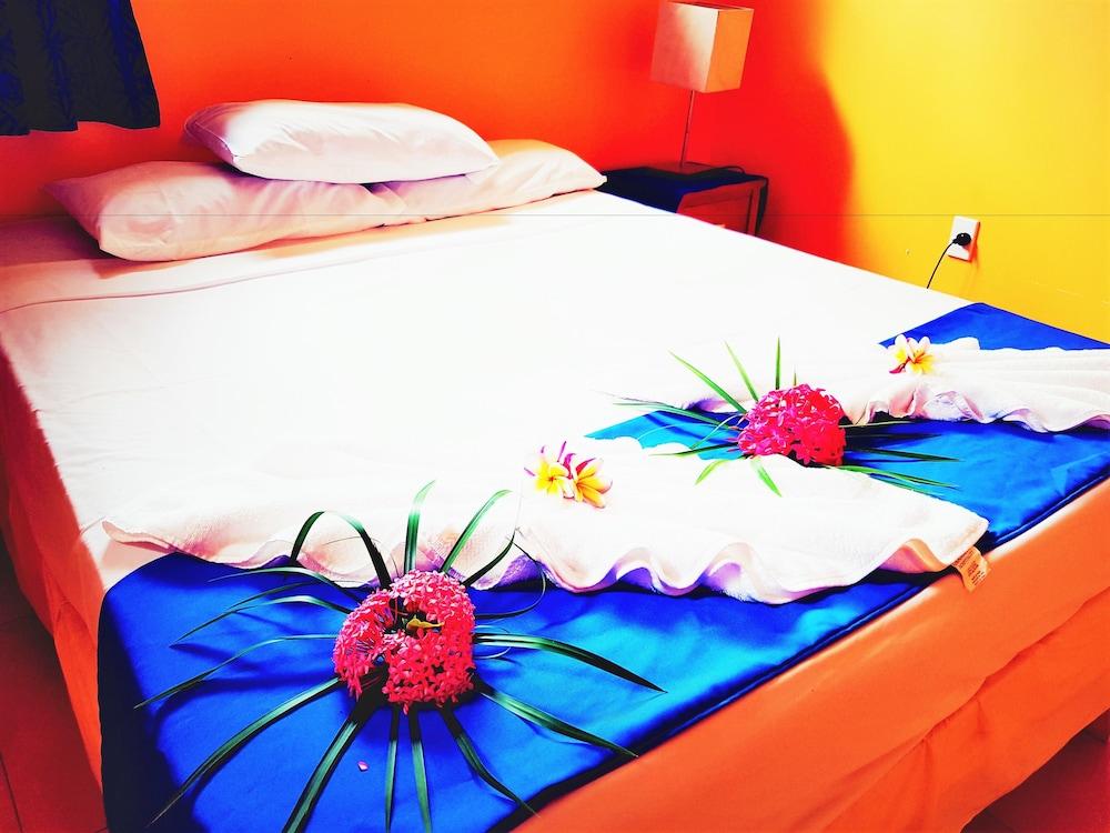https://i.travelapi.com/hotels/5000000/4430000/4424200/4424163/56cb1624_z.jpg