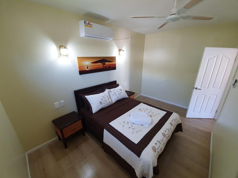 https://i.travelapi.com/hotels/5000000/4430000/4424200/4424163/e42b976a_z.jpg