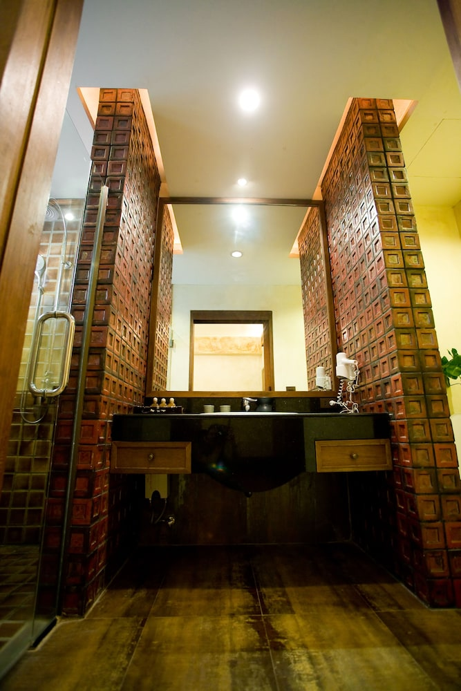 몬티엔 하우스 차웽 비치 리조트(Montien House Chewang Beach Resort) Hotel Image 32 - Bathroom