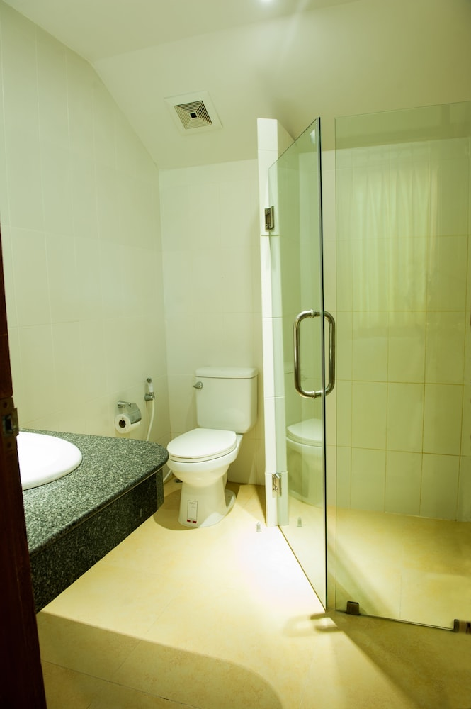 몬티엔 하우스 차웽 비치 리조트(Montien House Chewang Beach Resort) Hotel Image 34 - Bathroom