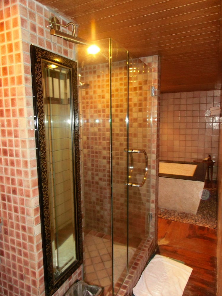몬티엔 하우스 차웽 비치 리조트(Montien House Chewang Beach Resort) Hotel Image 33 - Bathroom