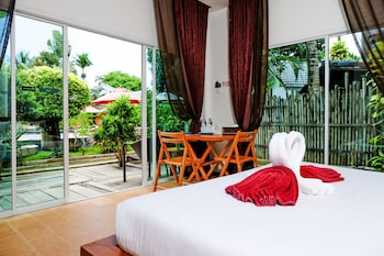 Deluxe Room, Pool View