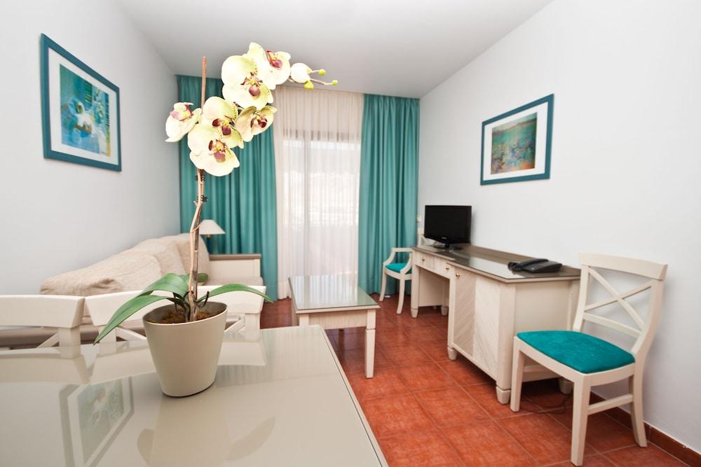 아마도레스 비치 아파트먼트(Amadores Beach Apartment) Hotel Image 11 - Living Area