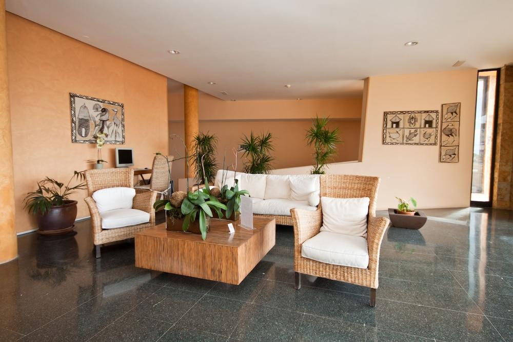 아마도레스 비치 아파트먼트(Amadores Beach Apartment) Hotel Image 10 - Living Area