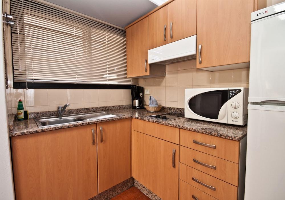 아마도레스 비치 아파트먼트(Amadores Beach Apartment) Hotel Image 9 - In-Room Kitchen