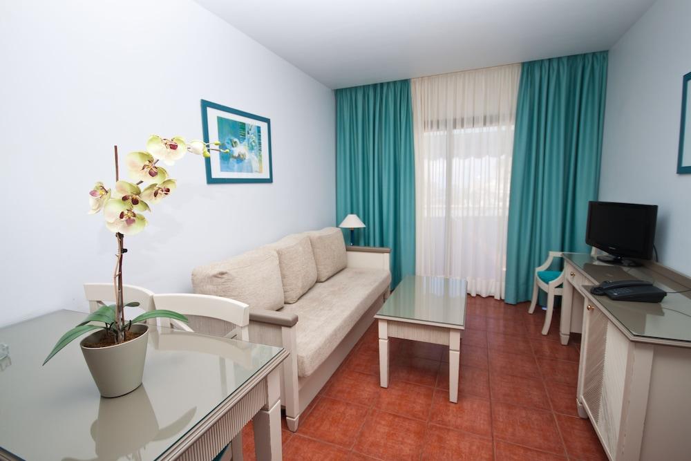 아마도레스 비치 아파트먼트(Amadores Beach Apartment) Hotel Image 12 - Living Area