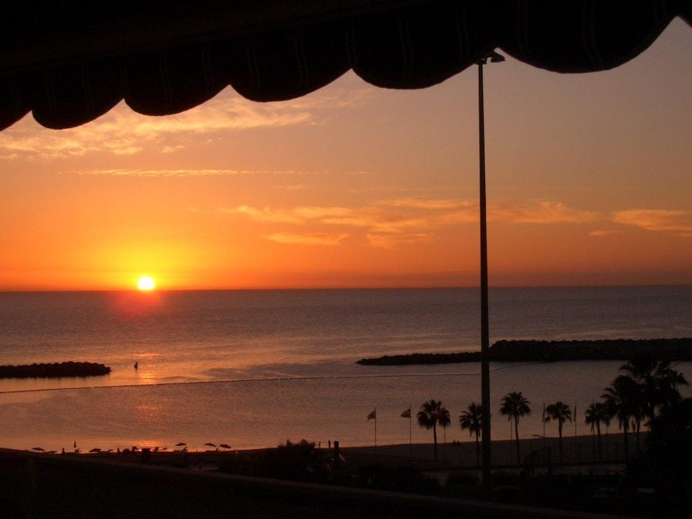 아마도레스 비치 아파트먼트(Amadores Beach Apartment) Hotel Image 17 - View from Hotel