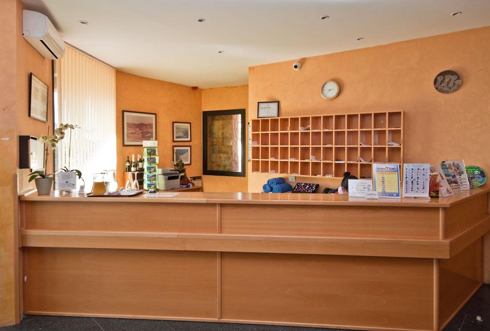 아마도레스 비치 아파트먼트(Amadores Beach Apartment) Hotel Image 18 - Reception