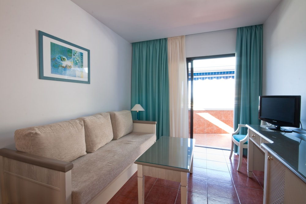 아마도레스 비치 아파트먼트(Amadores Beach Apartment) Hotel Image 13 - Living Room
