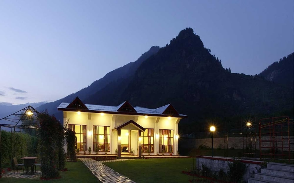 프라이드 데 비벤디 리조트 마날리.(Pride De Vivendi Resort Manali.) Hotel Image 37 - Hotel Front - Evening/Night