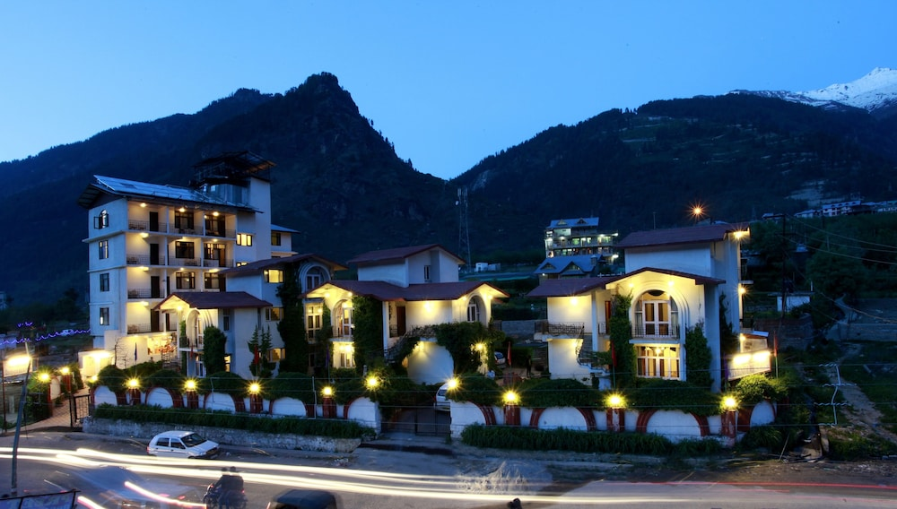 프라이드 데 비벤디 리조트 마날리.(Pride De Vivendi Resort Manali.) Hotel Image 36 - Hotel Front - Evening/Night