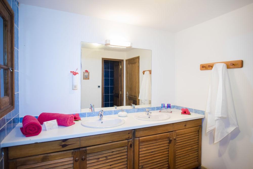 마소안드로 로지(Masoandro Lodge) Hotel Image 42 - Bathroom