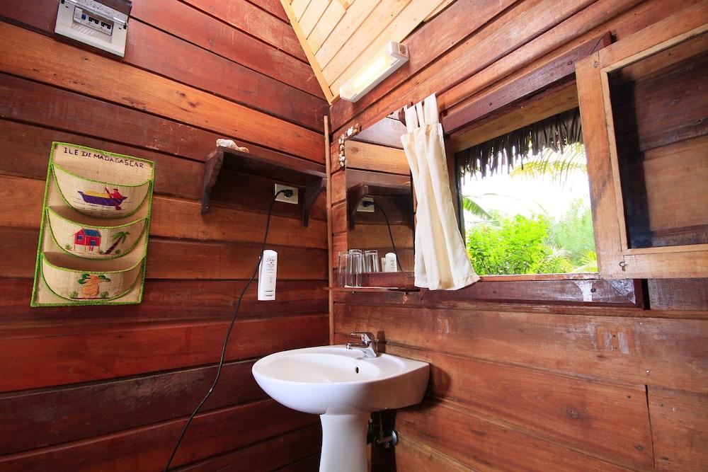 마소안드로 로지(Masoandro Lodge) Hotel Image 38 - Bathroom