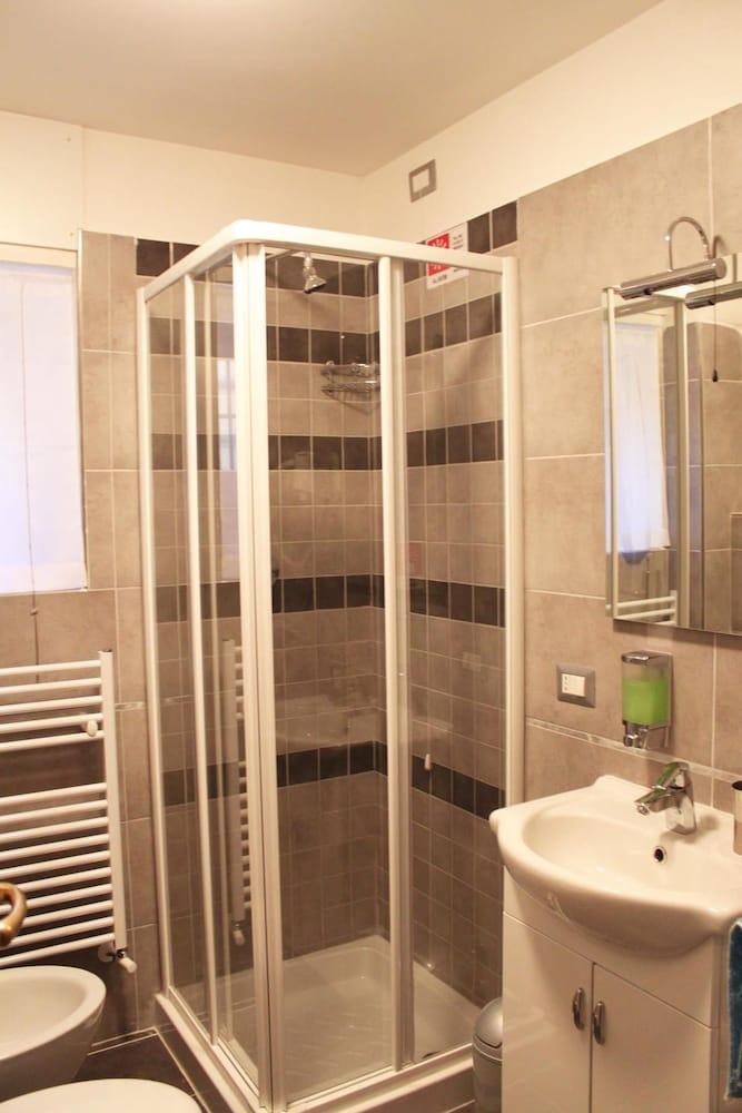 앨 파세토 산트 페테르스 비케(Al Passetto St. Peter's bike) Hotel Image 13 - Bathroom