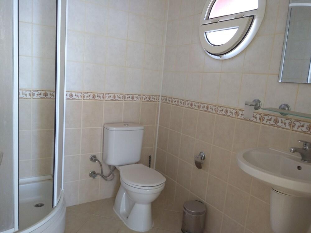 레이크사이드 가든(Lakeside Garden) Hotel Image 42 - Bathroom