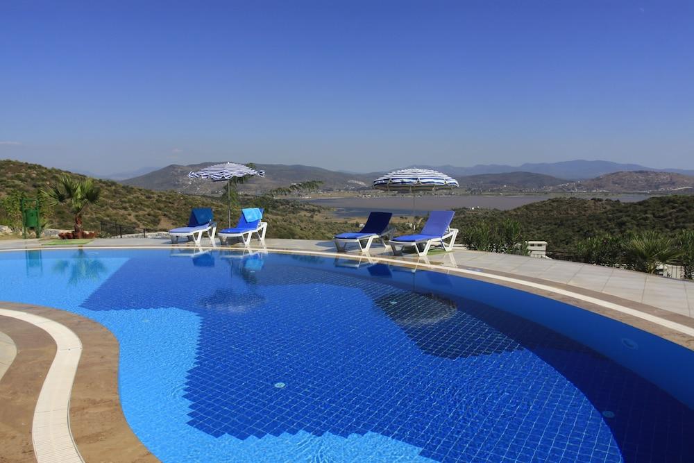 레이크사이드 가든(Lakeside Garden) Hotel Image 53 - Outdoor Pool