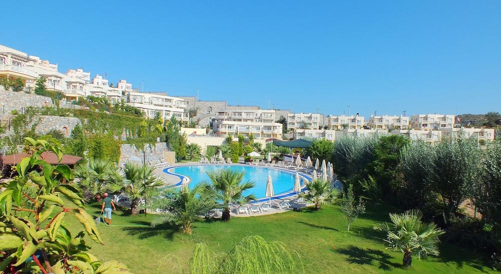레이크사이드 가든(Lakeside Garden) Hotel Image 48 - Outdoor Pool