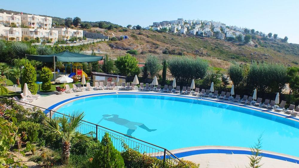 레이크사이드 가든(Lakeside Garden) Hotel Image 51 - Outdoor Pool