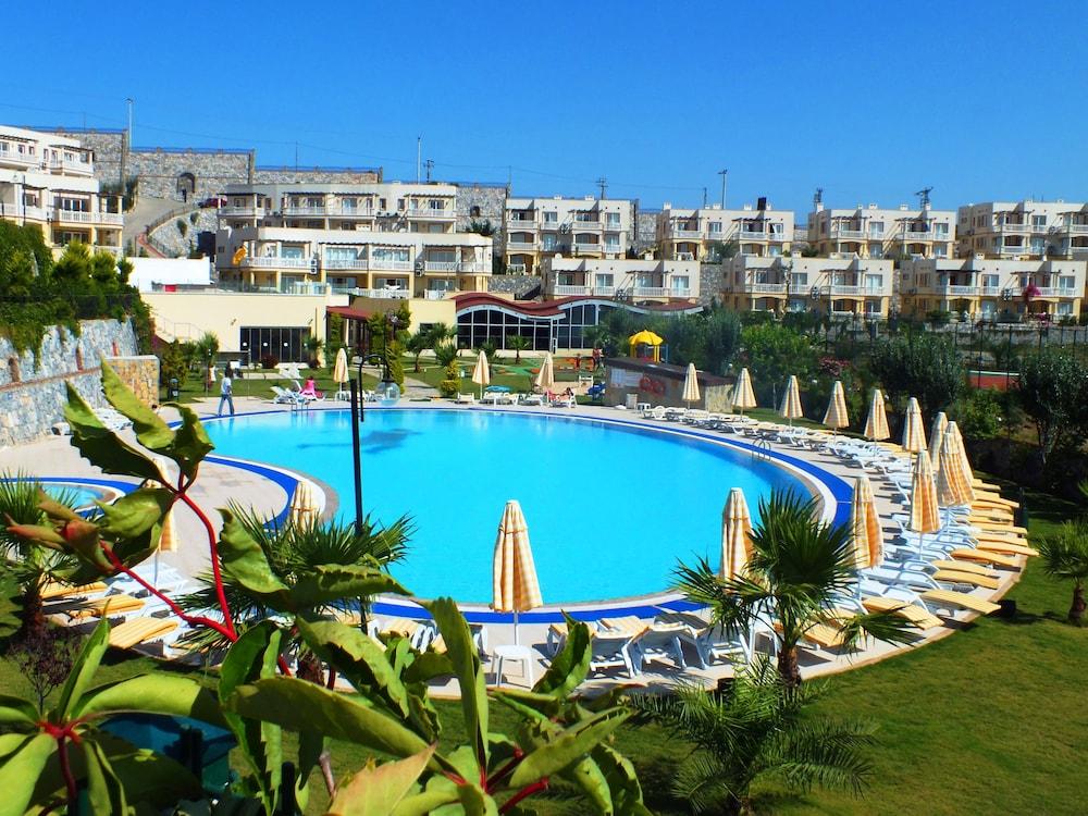 레이크사이드 가든(Lakeside Garden) Hotel Image 45 - Outdoor Pool
