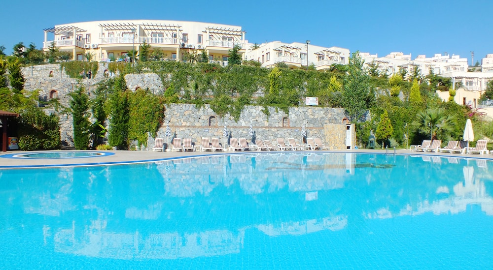 레이크사이드 가든(Lakeside Garden) Hotel Image 52 - Outdoor Pool