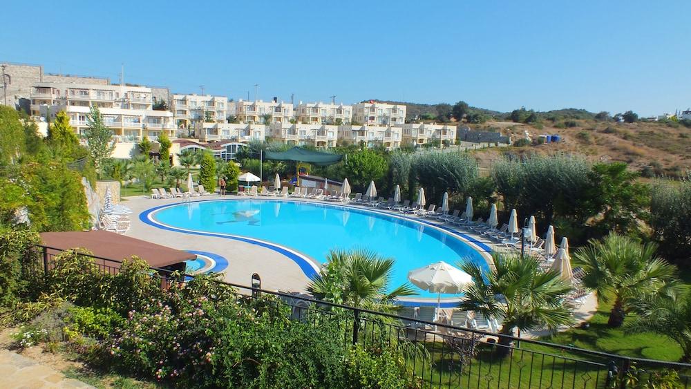 레이크사이드 가든(Lakeside Garden) Hotel Image 49 - Outdoor Pool
