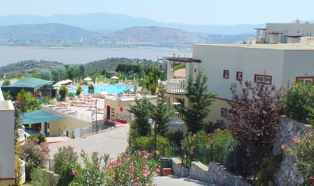 레이크사이드 가든(Lakeside Garden) Hotel Image 1 - Aerial View