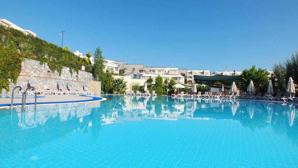 레이크사이드 가든(Lakeside Garden) Hotel Image 47 - Outdoor Pool