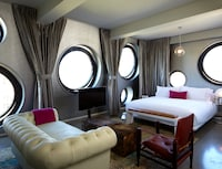 Room, 1 King Bed (Platinum)