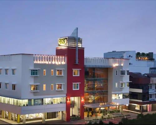 __{offers.Best_flights}__ Hotel Santika Pontianak
