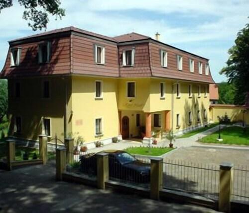 Hotel Nosal, Praha 4