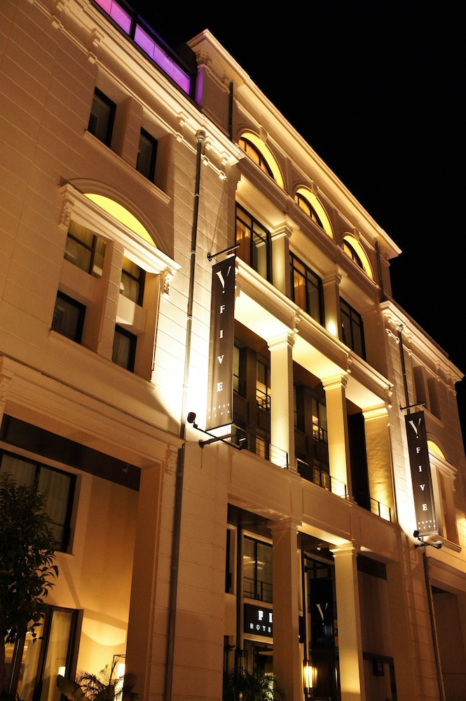 파이브 시즈 호텔 칸(Five Seas Hotel Cannes) Hotel Image 59 - Hotel Front - Evening/Night