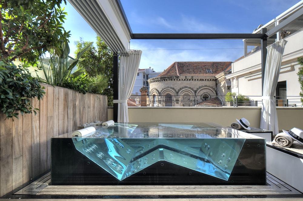 파이브 시즈 호텔 칸(Five Seas Hotel Cannes) Hotel Image 24 - Private Spa Tub