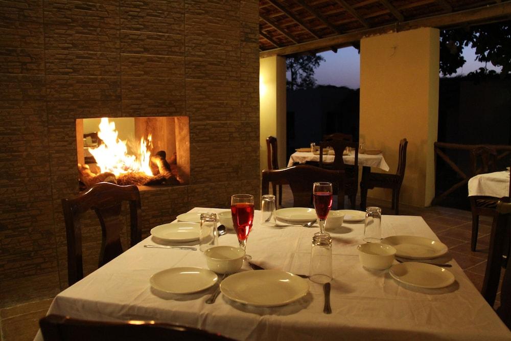 와일드플라워 리조트(Wildflower Resort) Hotel Image 24 - Restaurant