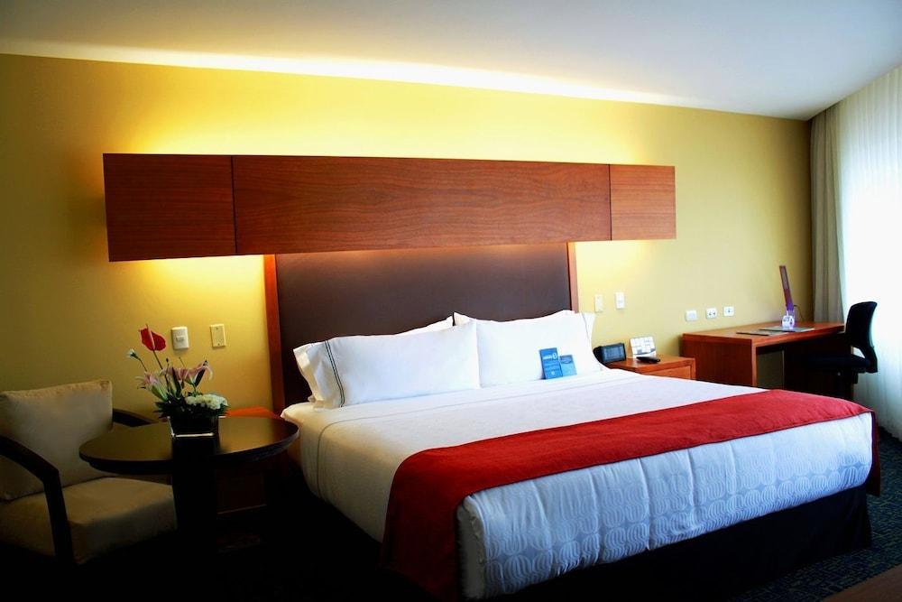 소네스타 호텔 과야킬(Sonesta Hotel Guayaquil) Hotel Image 29 - Guestroom
