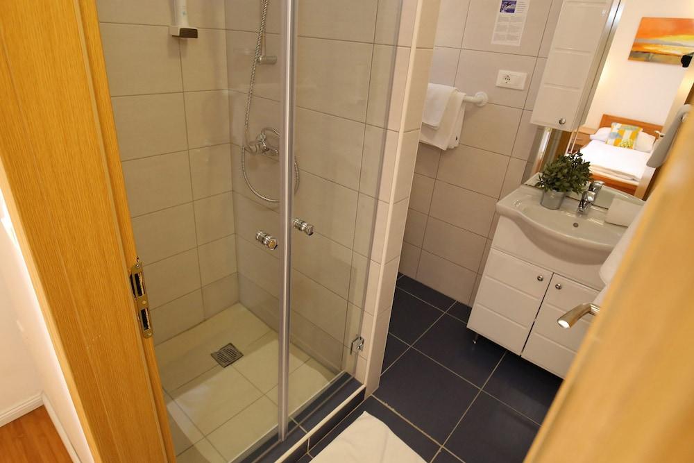 호텔 델핀(Hotel Delfin) Hotel Image 40 - Bathroom
