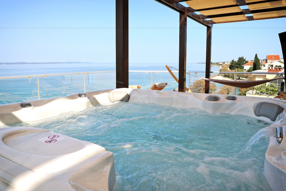호텔 델핀(Hotel Delfin) Hotel Image 56 - Outdoor Spa Tub