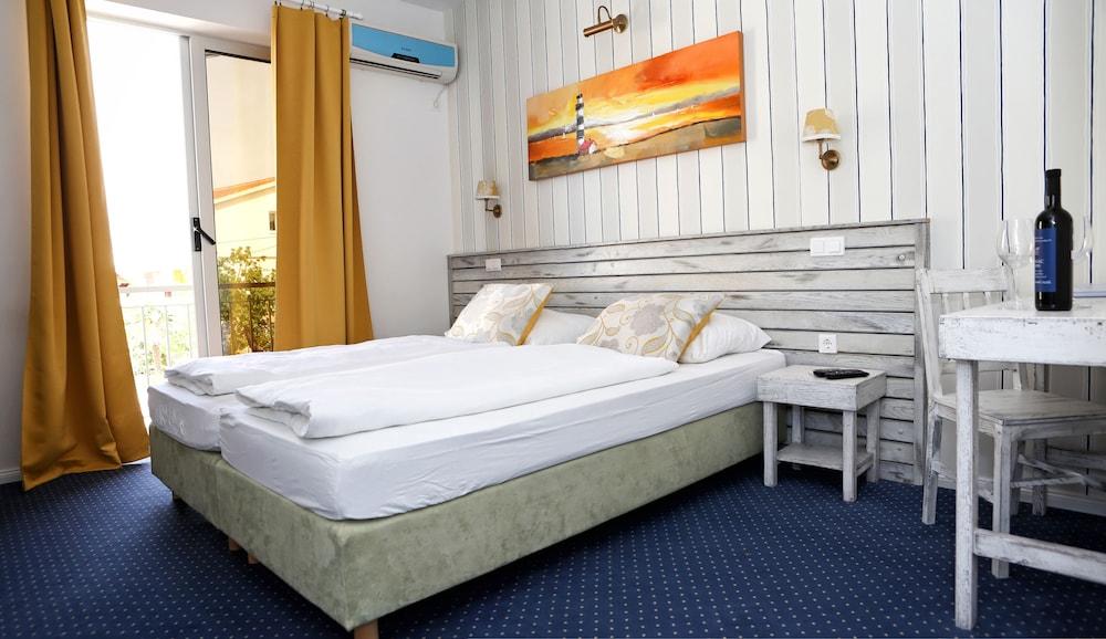 호텔 델핀(Hotel Delfin) Hotel Image 7 - Guestroom
