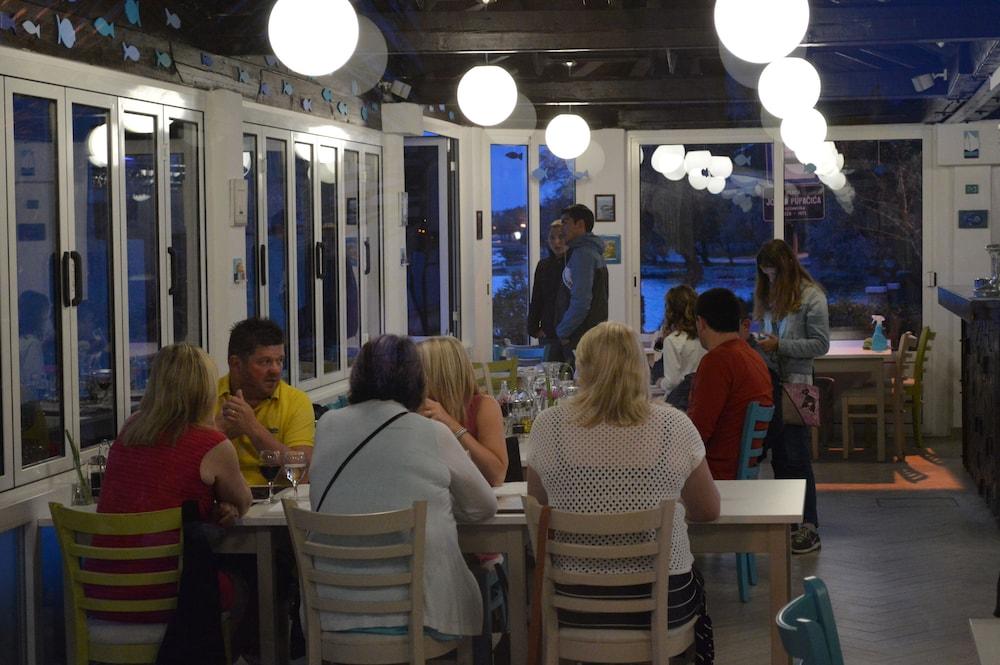 호텔 델핀(Hotel Delfin) Hotel Image 80 - Dining