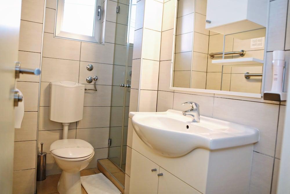 호텔 델핀(Hotel Delfin) Hotel Image 50 - Bathroom