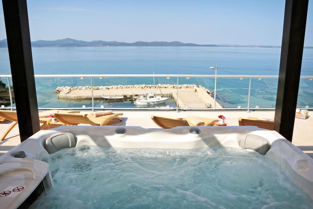 호텔 델핀(Hotel Delfin) Hotel Image 58 - Outdoor Spa Tub