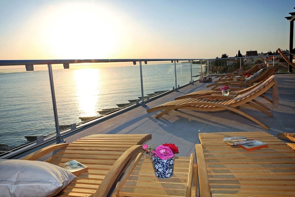 호텔 델핀(Hotel Delfin) Hotel Image 90 - Sundeck