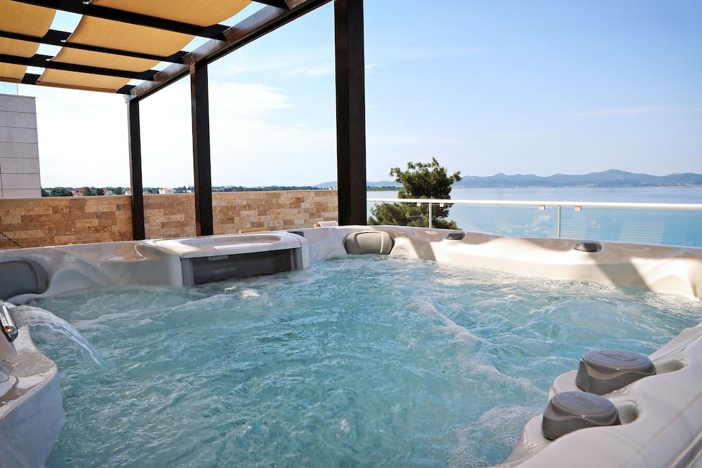 호텔 델핀(Hotel Delfin) Hotel Image 57 - Outdoor Spa Tub