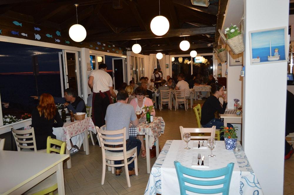 호텔 델핀(Hotel Delfin) Hotel Image 83 - Restaurant