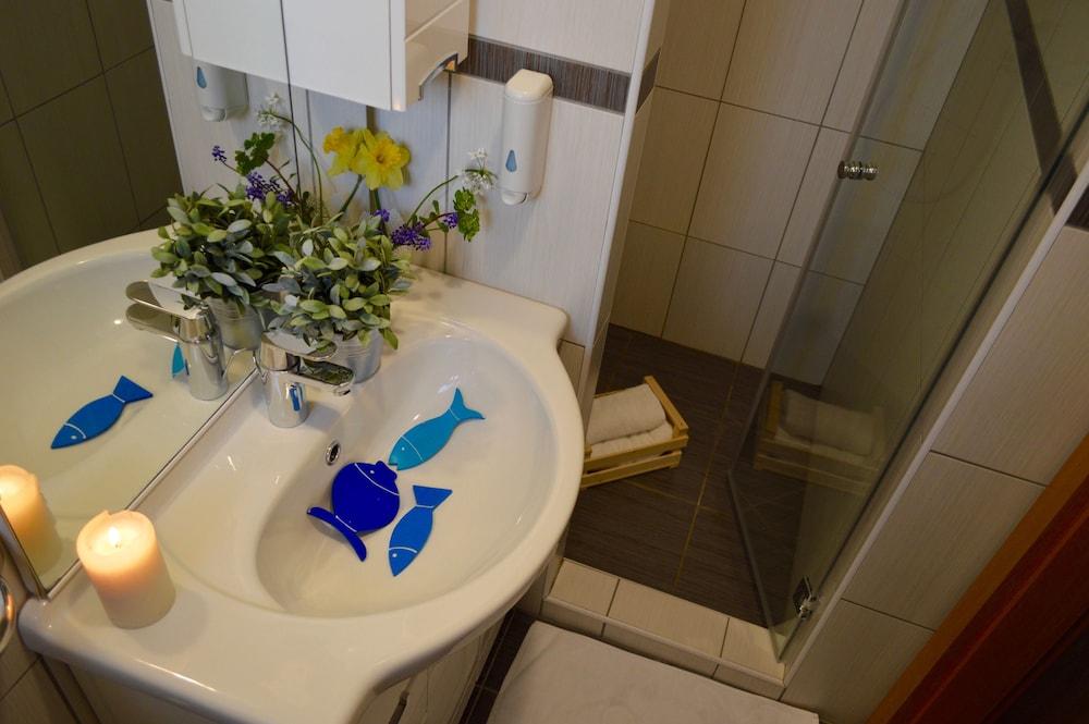 호텔 델핀(Hotel Delfin) Hotel Image 42 - Bathroom
