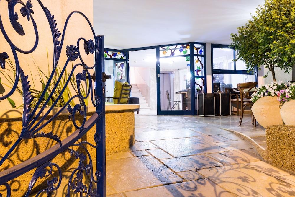 아벨 스위트 호텔(Arbel Suites Hotel) Hotel Image 29 - Hotel Entrance